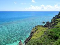 与那国島の六畳ビーチの景色 - 東崎方面に続く綺麗な海の色