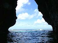六畳ビーチの洞窟