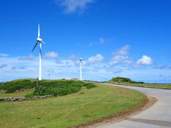 与那国島の東牧場「風力発電が目印だけど現在は1基のみの運用」