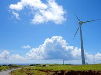 与那国島の東牧場 - 東崎側の風車のみ稼働中