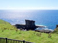 与那国島のサンニヌ台/軍艦岩展望台 - 展望台上からだと軍艦岩はイマイチ