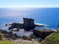 与那国島のサンニヌ台/軍艦岩展望台 - 軍艦岩は展望台の下の方がよく見える(笑)