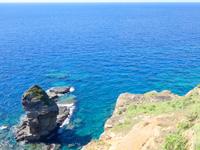 与那国島の立神岩/頓石/とんいし - 展望台から先に出るのは止めましょう!超危険