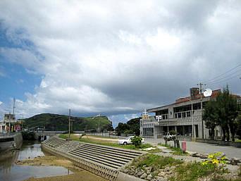 与那国島の久部良集落「湿地帯までの水路があるのが久部良の特徴」