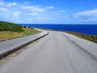 与那国島の南牧場線/Dr.コトーのタイトルバックの道/自衛隊基地整備 - 東側は海に向かって下る道