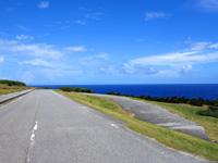 与那国島の南牧場線/Dr.コトーのタイトルバックの道/自衛隊基地整備 - 旧道も一部で残っています