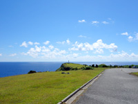 与那国島の東崎/あがりざき - 岬入口から見た光景