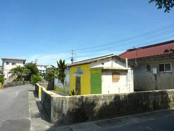 与那国島の喫茶 登貴(店舗は閉店)「黄色い建物が目印です」