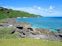 与那国島の東崎の崖下/アリシ観光公衆便所 - 海には入れませんし危険ですのでここまで!