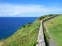 与那国島の立神岩展望所/ビューポイント/ベストポイント - 壁の先は危険なので海側へは行かないように!