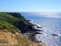 与那国島の立神岩展望所/ビューポイント/ベストポイント - 遠くに本来の立神岩展望台が見えるが遠い!