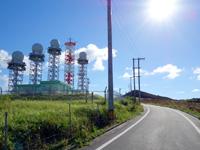 与那国島のインビ岳 - このアンテナ・レーダー施設はかなり威圧的!