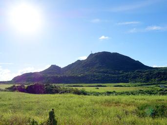 与那国島の久部良岳「久部良など与那国島西部のシンボル的な山です」