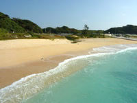 与論島の前浜 - 比較的穏やかな海です