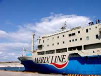 与論島の与論港/供利港/ウェル亀 - マリックスラインの船