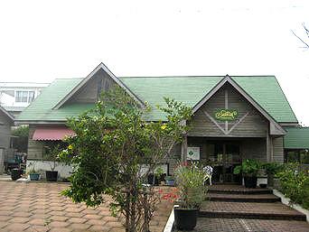 与論島のシャロン農園/ファーマーズレストラン シャロン(レストランは休業)「緑の三角屋根が目印」