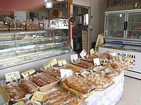 与論島のベーカリー ヒロヤ - いろいろな商品があります