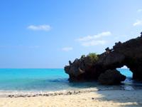 与論島の百合ヶ浜休憩所/タイムトンネル/ゆいの丘 - ビーチからは宮古島の砂山ビーチ並みの光景