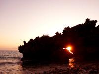 与論島の百合ヶ浜休憩所/タイムトンネル/ゆいの丘 - 朝日の名所でもあります