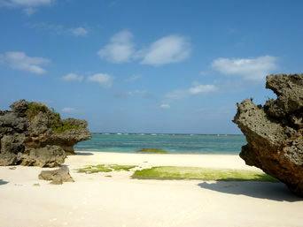 与論島の寺崎と黒花の間の海