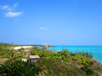 与論島の特別席/大金久海岸展望所 - テーブルセットが3ヶ所あります