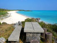 与論島の特別席/大金久海岸展望所 - 一番奥の席が一番特別かも?