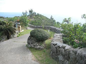 与論島の与論城跡「与論島の高台にある城跡や城壁」