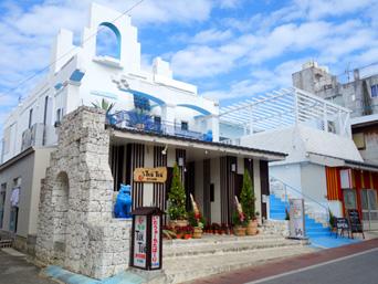 与論島の創作居酒屋TukTuk/CAFE COCO(とぅくとぅく/カフェ ココ)「茶花市街のあの白い建物が有効利用されました!」