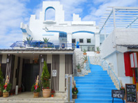 与論島の創作居酒屋TukTuk/CAFE COCO - 階段先の2階にはお洒落なカフェ