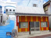 与論島の創作居酒屋TukTuk/CAFE COCO - 1階右は今のところ倉庫?