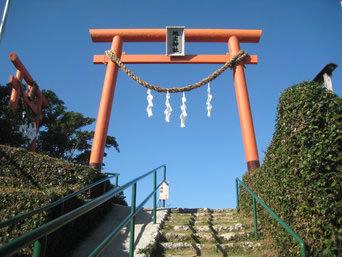 某離島の高台にある神社