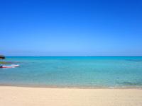与論島のクリスタルビーチ - 湾状のビーチなのでプライベート感あり