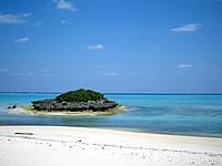 与論島のピヤンチク離/クリスタルビーチの小島