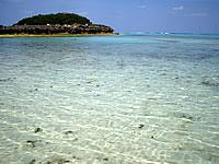 与論島のピヤンチク離/クリスタルビーチの小島 - 小島までは歩いて行けそう?