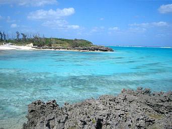 クリスタルビーチの小島からの景色
