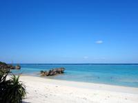 与論島の黒花海岸 - 墓地側から入るとまさに絶景ビーチ!