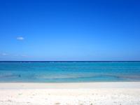 与論島の黒花海岸 - 遠浅気味だけど干上がる事は無さそう