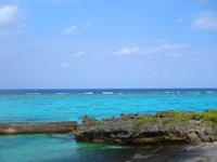 与論島の宇勝の漁港 - 港なのにこの海の色は贅沢!