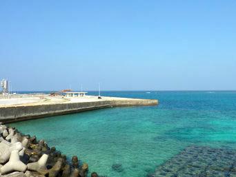 与論島の茶花港「海が荒れているときに使われる港」