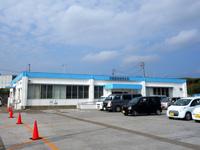 与論島の供利港/与論港フェリーターミナル