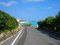 与論島のヨロンマラソン百合が浜ポイント - この光景はフル参加者限定!