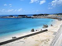 与論島の与論港の海