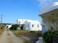 与論島のハキビナ海岸/ギリシャ風町並み/くじらカフェ - 真っ白な家が建ち並ぶ小さな集落