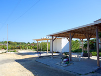 与論島の一休食堂 - 以前食堂があった場所にはコンテナが?