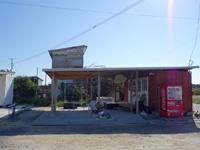 与論島の一休食堂 - お店みたいなものが道路側に出来ている