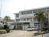 与論島の与論町役場