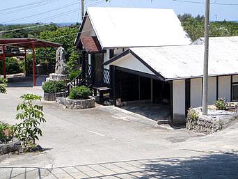 与論島のよろん焼窯元(閉館して石垣島へ移転)「パナウル診療所の坂の下にあります」