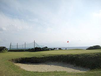 与論島のヨロンシーサイドゴルフ場「海が望めるゴルフ場」