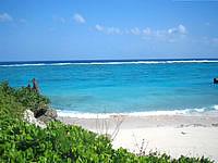 与論島の宇勝海岸 - ビーチは小さめです