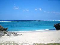 与論島の宇勝海岸 - 砂浜がとてもきれいです